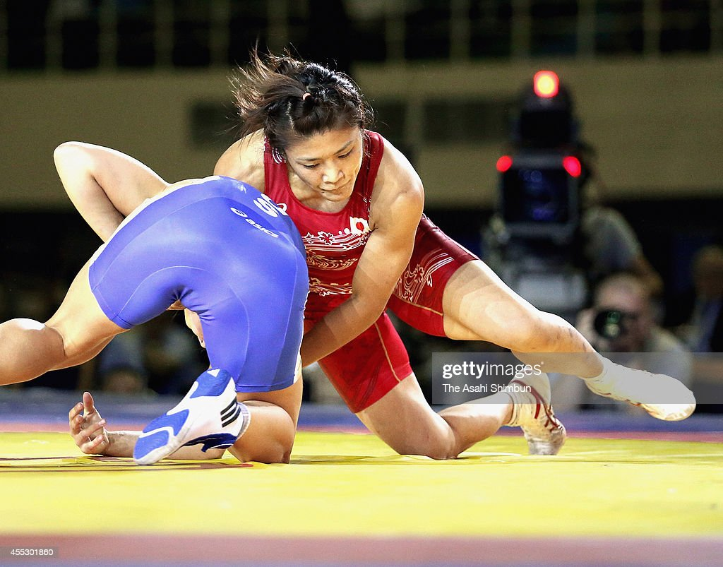 <a gi-track='captionPersonalityLinkClicked' href=/galleries/search?phrase=Kaori+Icho&family=editorial&specificpeople=2374687 ng-click='$event.stopPropagation()'>Kaori Icho</a> (red) of Japan and Valeria Koblova (blue) of Russia compete in the Women's 58kg gold medal match during day four of the FILA World Wrestling Championships at Gymnastics Palace on September 11, 2014 in Tashkent, Uzbekistan.