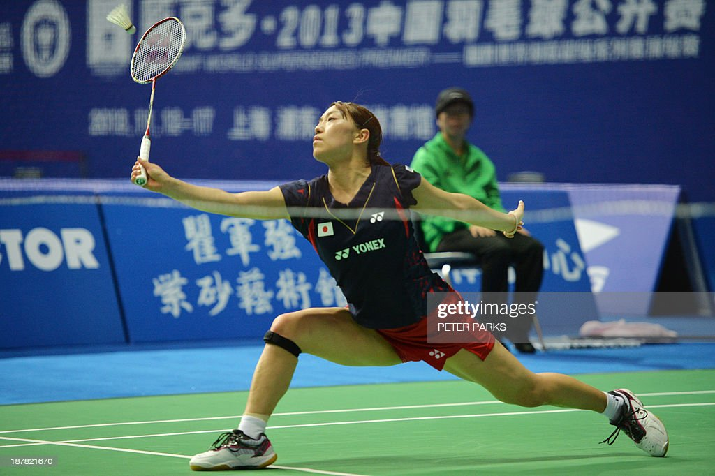 Kaori Imabeppu of Japan hits a return to Xuerui Li of China in the women's singles first round at the China Open badminton tournament in Shanghai on November 13, 2013. Li won the match 21-12, 21-13. AFP PHOTO/Peter PARKS