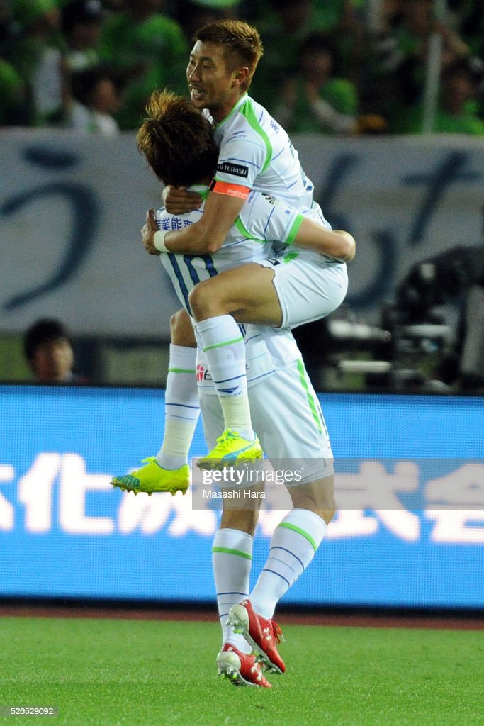 Kaoru Takayama #23 of Shonan Bellmare celebrates the first goal during the J.League match between Yokohama F.Marinos and Shonan Bellmare at the Nissan stadium on April 30, 2016 in Yokohama, Kanagawa, Japan.