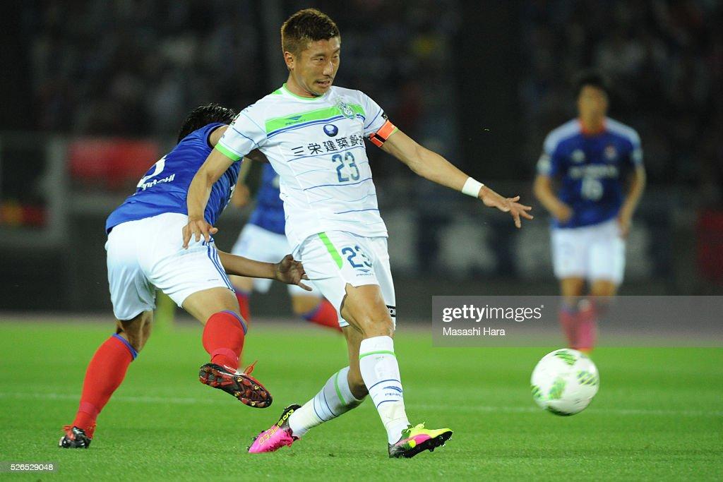 Kaoru Takayama #23 of Shonan Bellmare in action during the J.League match between Yokohama F.Marinos and Shonan Bellmare at the Nissan stadium on April 30, 2016 in Yokohama, Kanagawa, Japan.