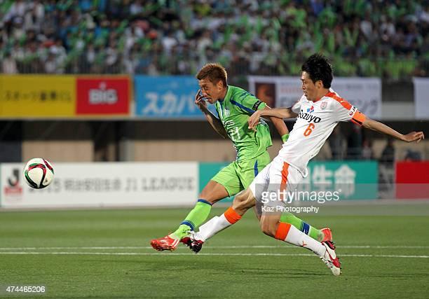 Kaoru Takayama of Shonan Bellmare scores his team's fourth goal during the JLeague match between Shonan Bellmare and Shimizu SPulse at Shonan BMW...