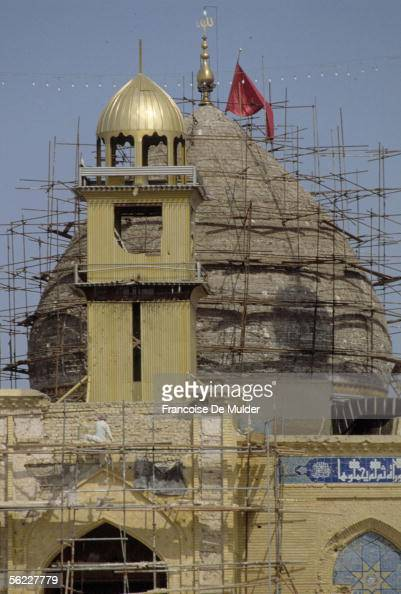 Karbala The Restoration of the dome of the mosque alHusayn touched by bombardments in October 1991 FDM82818