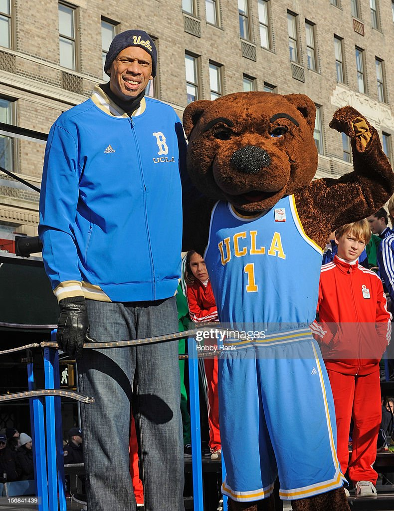 <a gi-track='captionPersonalityLinkClicked' href=/galleries/search?phrase=Kareem+Abdul-Jabbar&family=editorial&specificpeople=206219 ng-click='$event.stopPropagation()'>Kareem Abdul-Jabbar</a> attends the 86th Annual Macy's Thanksgiving Day Parade on November 22, 2012 in New York City.
