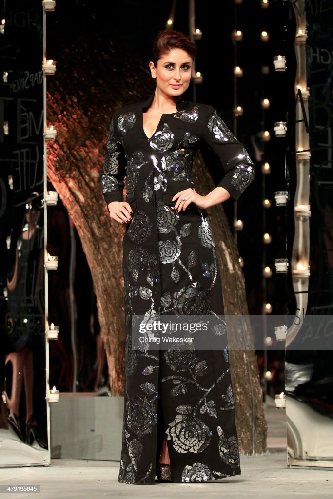 <a gi-track='captionPersonalityLinkClicked' href=/galleries/search?phrase=Kareena+Kapoor&family=editorial&specificpeople=855270 ng-click='$event.stopPropagation()'>Kareena Kapoor</a> walks the runway wearing designs by Rajesh Pratap Singh at the Grand Finale of Lakme Fashion Week Summer/Resort 2014 at the Grand Hyatt on March 16, 2014 in Mumbai, India.