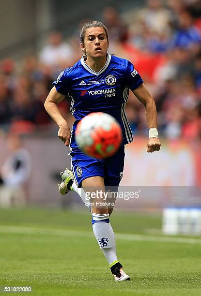 Karen Carney of Chelsea in action during the SSE Women's FA Cup Final between Arsenal Ladies and Chelsea Ladies at Wembley Stadium on May 14 2016 in...