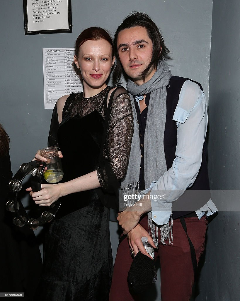 <a gi-track='captionPersonalityLinkClicked' href=/galleries/search?phrase=Karen+Elson&family=editorial&specificpeople=754972 ng-click='$event.stopPropagation()'>Karen Elson</a> and Zane Carney backstage during Dylan Fest NYC 2013 at the Bowery Ballroom on November 12, 2013 in New York City.