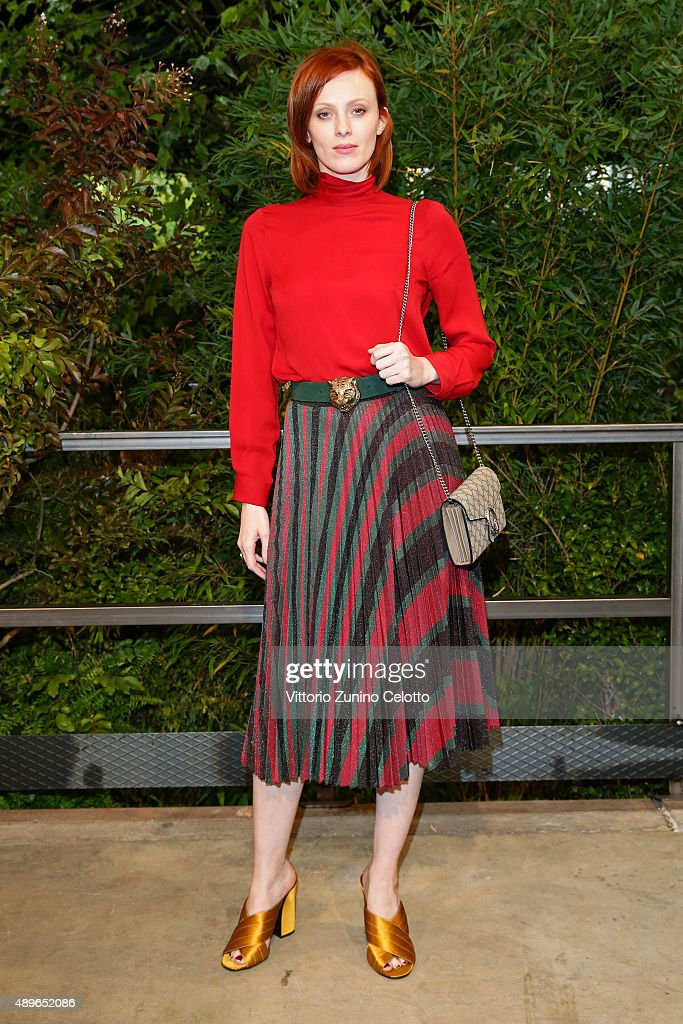 Karen Elson arrives at the Gucci show during the Milan Fashion Week Spring/Summer 2016 on September 23 2015 in Milan Italy