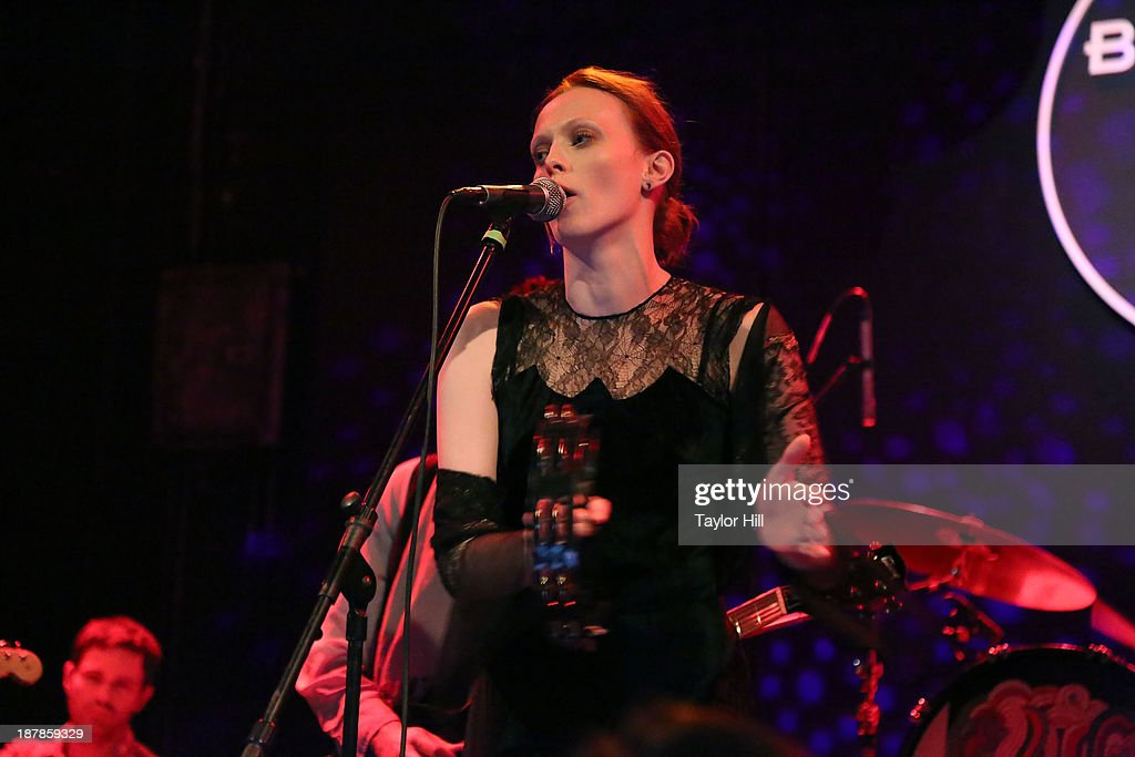 <a gi-track='captionPersonalityLinkClicked' href=/galleries/search?phrase=Karen+Elson&family=editorial&specificpeople=754972 ng-click='$event.stopPropagation()'>Karen Elson</a> performs during Dylan Fest NYC 2013 at the Bowery Ballroom on November 12, 2013 in New York City.