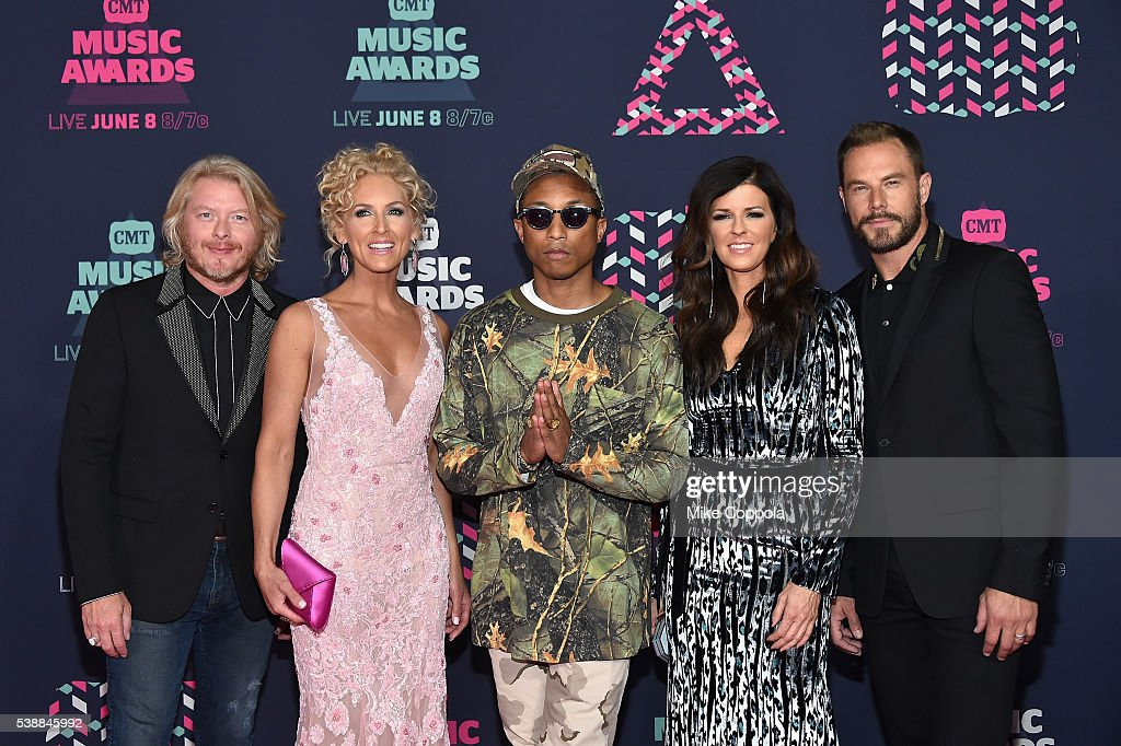 Karen Fairchild Kimberly Schlapman Jimi Westbrook and Phillip Sweet from musical group Little Big Town and singer Pharrell Williams attends the 2016...