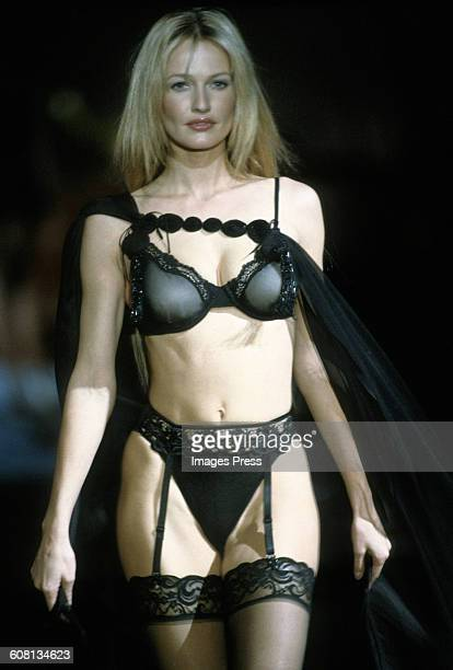 Karen Mulder at the 1999 Victoria's Secret Fashion show circa 1999 in New York City