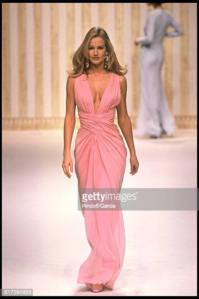 Karen Mulder Balmain Haute Couture fashion show spring summer 1994 in Paris