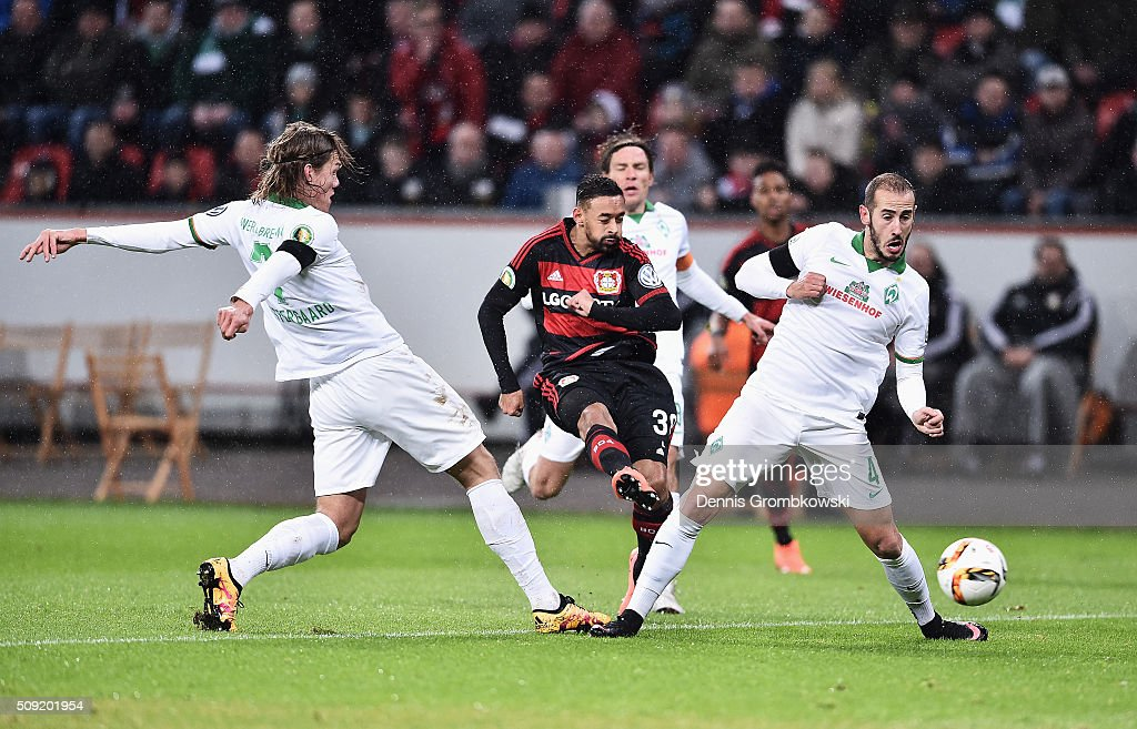 <a gi-track='captionPersonalityLinkClicked' href=/galleries/search?phrase=Karim+Bellarabi&family=editorial&specificpeople=7158972 ng-click='$event.stopPropagation()'>Karim Bellarabi</a> of Bayer Leverkusen shoots between <a gi-track='captionPersonalityLinkClicked' href=/galleries/search?phrase=Jannik+Vestergaard&family=editorial&specificpeople=7174952 ng-click='$event.stopPropagation()'>Jannik Vestergaard</a> (L) and Alejandro Galvez of Werder Bremen during the DFB Cup Quarter Final match between Bayer Leverkusen and Werder Bremen at BayArena on February 9, 2016 in Leverkusen, Germany.