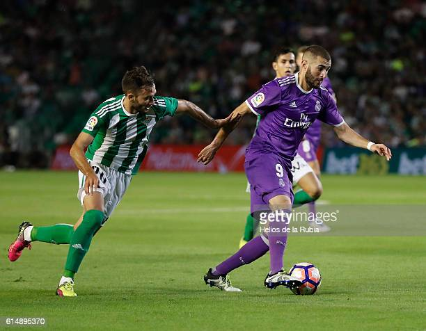 Karim Benzema of Real Madrid and German Pezzella of Real Betis compete for the ball during the Spanish league football match Real Betis Balompie vs...