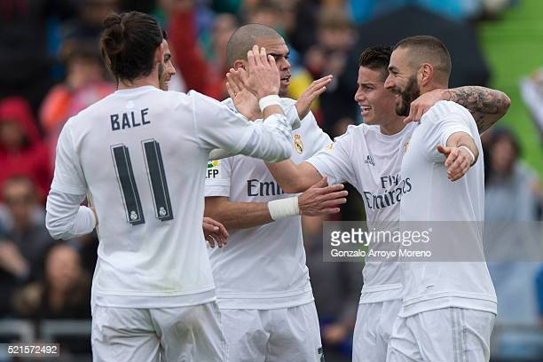 Karim Benzema of Real Madrid CF celebrates scoring their opening goal with teammates James Rodriguez Gareth Bale Cristiano Ronaldo and Pepe during...