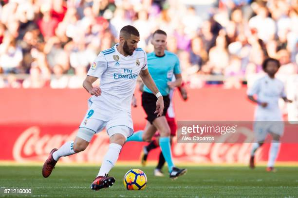 Karim Benzema of Real Madrid CF conducts the ball during the La Liga match between Girona and Real Madrid at Estadi de Montilivi on October 29 2017...