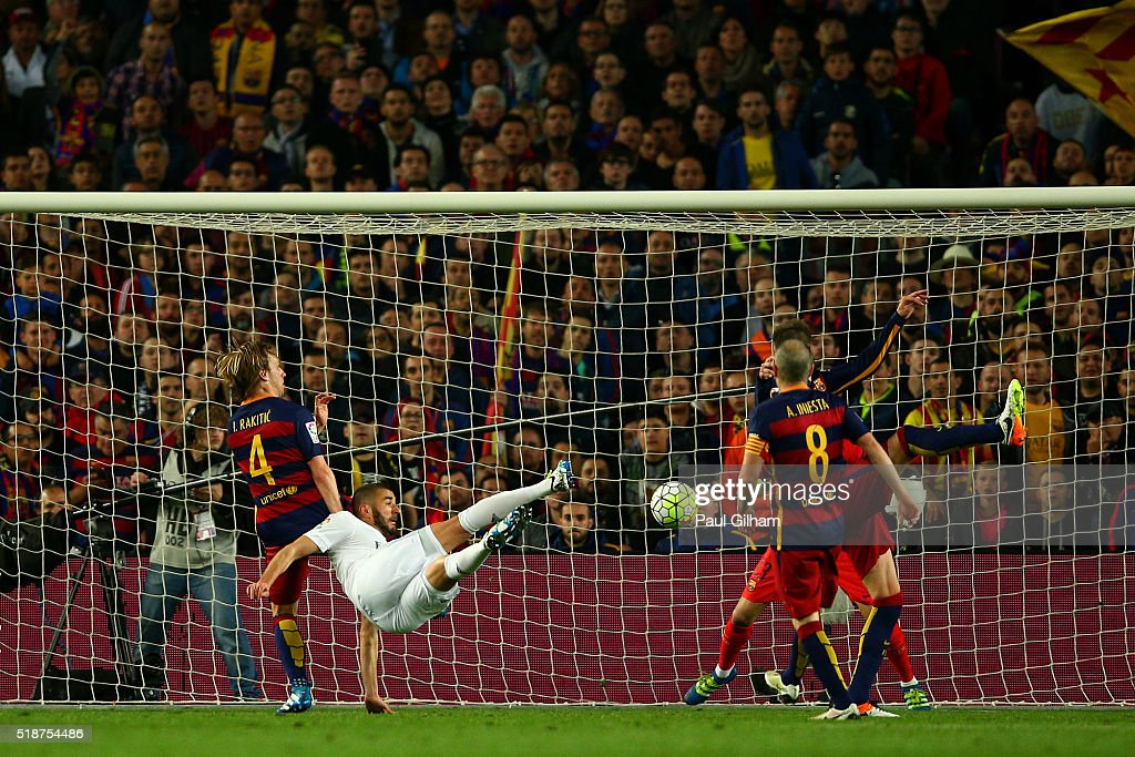 Karim Benzema of Real Madrid CF scores his team's first goal during the La Liga match between FC Barcelona and Real Madrid CF at Camp Nou on April 2, 2016 in Barcelona, Spain.