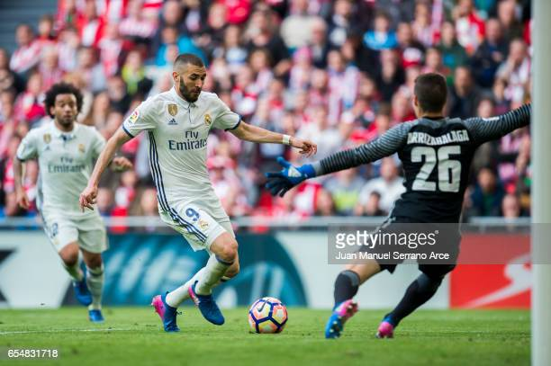 Karim Benzema of Real Madrid competes for the ball with Kepa Arrizabalaga of Athletic Club during the La Liga match between Athletic Club Bilbao and...