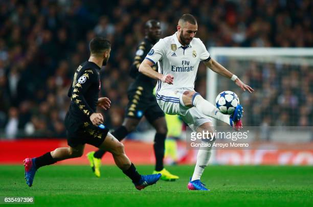 Karim Benzema of Real Madrid controls the ball from Lorenzo Insigne of Napoli during the UEFA Champions League Round of 16 first leg match between...