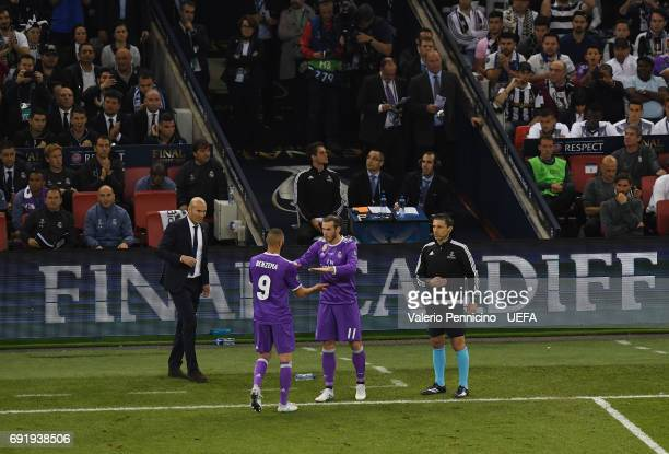 Karim Benzema of Real Madrid is replaced by Gareth Bale of Real Madrid during the UEFA Champions League Final between Juventus and Real Madrid at...