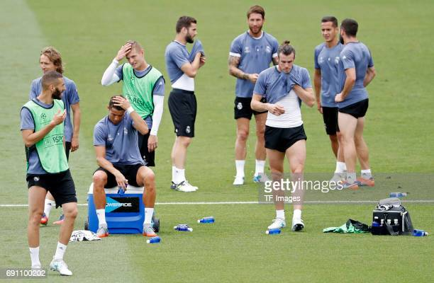 Karim Benzema of Real Madrid Luka Modric of Real Madrid Cristiano Ronaldo of Real Madrid Toni Kroos of Real Madrid Nacho Fernández of Real Madrid...