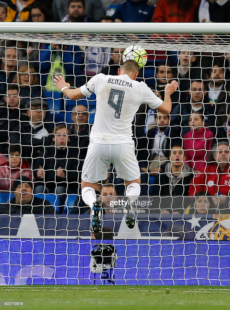 Karim Benzema of Real Madrid score the goal during the La Liga match between Real Madrid CF and Villarreal CF at Estadio Santiago Bernabeu on April 20, 2016 in Madrid, Spain.