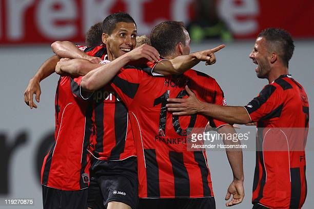 Karim Matmour of Frankfurt celebrates scoring the winning goal with his team mates during the Second Bundesliga match between SpVgg Greuther Fuerth...