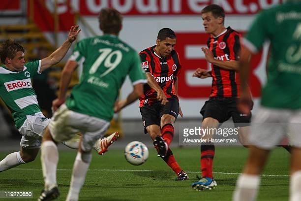 Karim Matmour of Frankfurt scores the winning goal during the Second Bundesliga match between SpVgg Greuther Fuerth and Eintracht Frankfurt at Trolli...