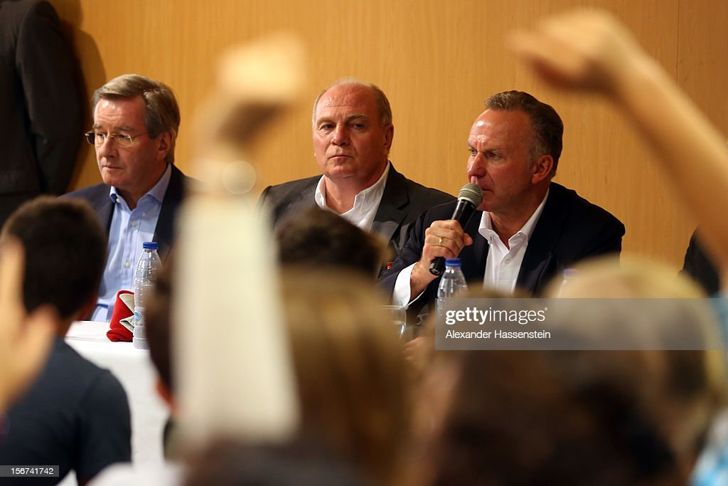 <a gi-track='captionPersonalityLinkClicked' href=/galleries/search?phrase=Karl+Hopfner&family=editorial&specificpeople=635248 ng-click='$event.stopPropagation()'>Karl Hopfner</a> (L), CFO of Bayern Muenchen, <a gi-track='captionPersonalityLinkClicked' href=/galleries/search?phrase=Uli+Hoeness&family=editorial&specificpeople=634868 ng-click='$event.stopPropagation()'>Uli Hoeness</a> (C), President of Bayern Muenchen and <a gi-track='captionPersonalityLinkClicked' href=/galleries/search?phrase=Karl-Heinz+Rummenigge&family=editorial&specificpeople=634867 ng-click='$event.stopPropagation()'>Karl-Heinz Rummenigge</a> (R), CEO of Bayern Muenchen talks to students at the German School Valencia on November 20, 2012 in Valencia, Spain.