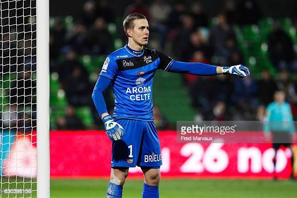 Karl Johan Johnsson of Guingamp during the Ligue 1 match between FC Metz and EA Guingamp at Stade SaintSymphorien on December 21 2016 in Metz France