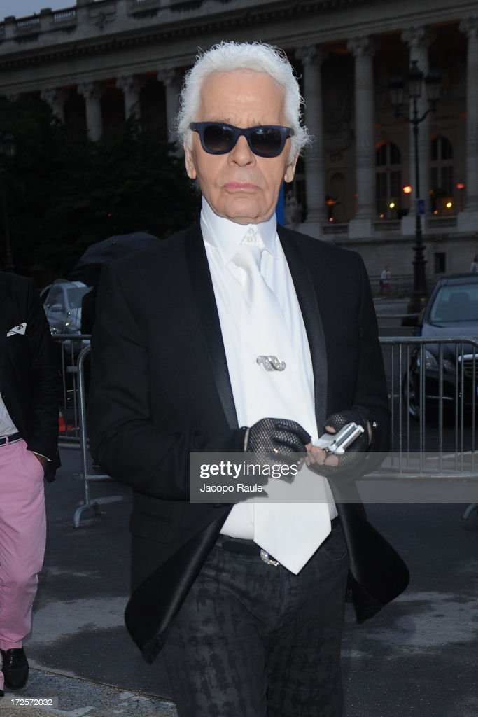<a gi-track='captionPersonalityLinkClicked' href=/galleries/search?phrase=Karl+Lagerfeld&family=editorial&specificpeople=4330565 ng-click='$event.stopPropagation()'>Karl Lagerfeld</a> arrives at 'The Glory Of Water' : <a gi-track='captionPersonalityLinkClicked' href=/galleries/search?phrase=Karl+Lagerfeld&family=editorial&specificpeople=4330565 ng-click='$event.stopPropagation()'>Karl Lagerfeld</a>'s Exhibition Dinner at Fendi on July 3, 2013 in Paris, France.