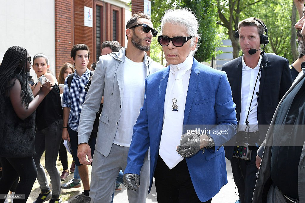 Karl Lagerfeld is seen arriving at Dior Show during Paris Fashion Week - Menswear Spring/Summer 2017 on June 25, 2016 in Paris, France.