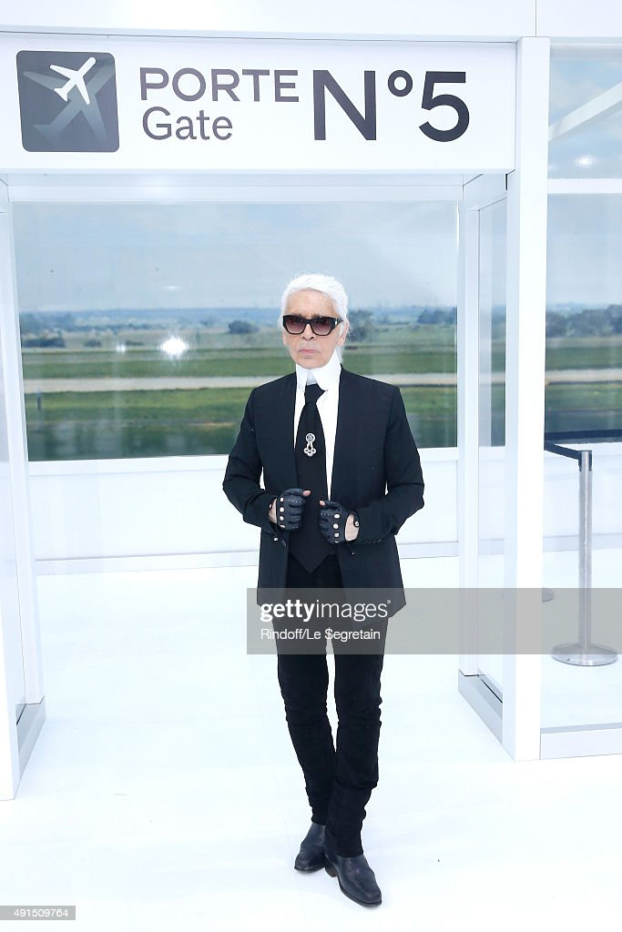 <a gi-track='captionPersonalityLinkClicked' href=/galleries/search?phrase=Karl+Lagerfeld&family=editorial&specificpeople=4330565 ng-click='$event.stopPropagation()'>Karl Lagerfeld</a> poses after the Chanel show as part of the Paris Fashion Week Womenswear Spring/Summer 2016 on October 6, 2015 in Paris, France.