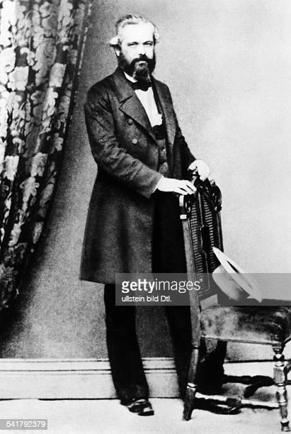 Karl Marx *0505181814031883Philosoph Revolutionär D in London Ganzkörperportrait Mai 1861