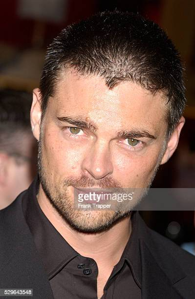Karl Urban arrives at the premiere of 'The Chronicles of Riddick'