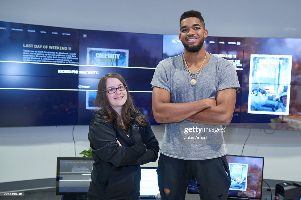 """Karl-Anthony Towns Plays The """"Call Of Duty: WWII"""" Beta Via Livestream"""