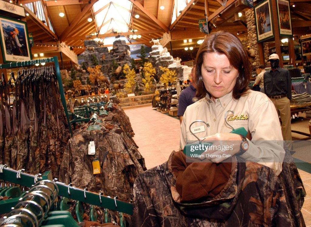 karleen stramara a cabela 39 s employee familiarizes herself. Black Bedroom Furniture Sets. Home Design Ideas