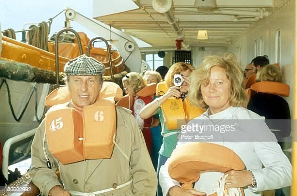 KarlHeinz Köpcke Ehefrau Gertie Köpcke MittelmeerKreuzfahrt mit der MS 'Europa' Schiff KreuzfahrtSchiff Kreuzfahrt SeenotRettungsÜbung NotfallÜbung...