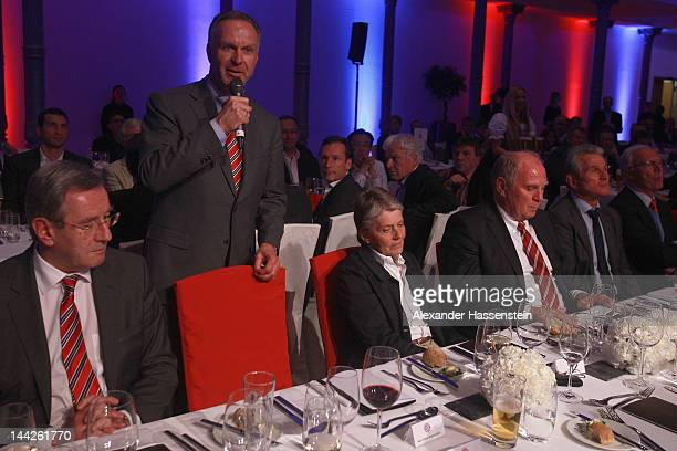 KarlHeinz Rummenigge CEO of Bayern Muenchen holds a speech whilst Uli Hoeness President of Bayern Muenchen Jupp Heynckes head coach of Bayern...