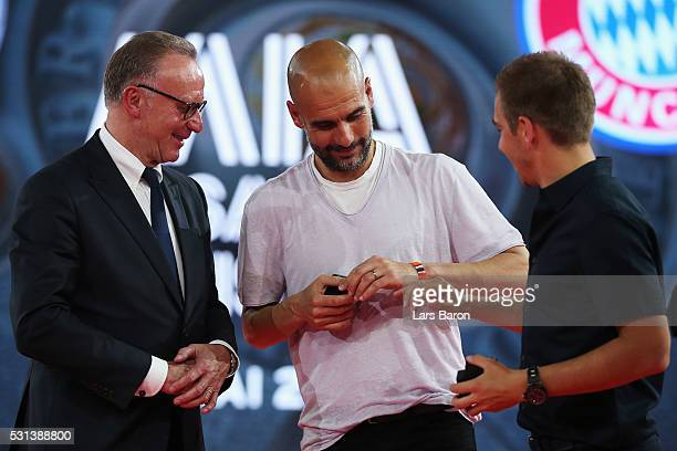 KarlHeinz Rummenigge CEO of FC Bayern Muenchen speaks to Head Coach Pep Guardiola and captain Philipp Lahm on stage after they receive their...