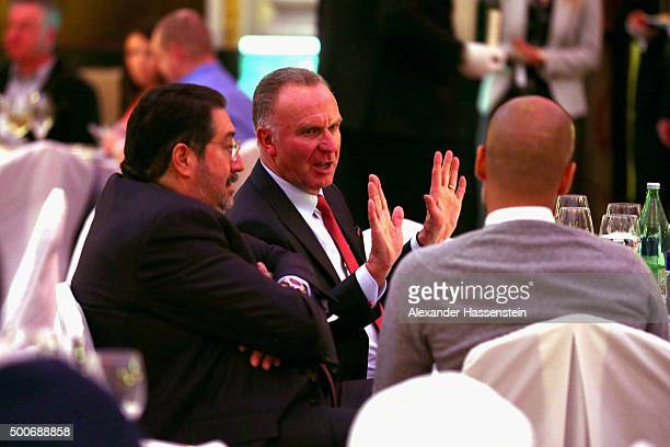 KarlHeinz Rummenigge CEO of FC Bayern Muenchen talks to Josep Guardiola head coach of Bayern Muenchen and Football manager Giovanni Bianchi during...