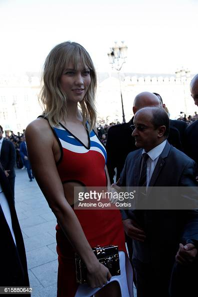 Karlie Kloss arrives at the Louis Vuitton show as part of the Paris Fashion Week Womenswear Spring/Summer 2017 on October 5 2016 in Paris France