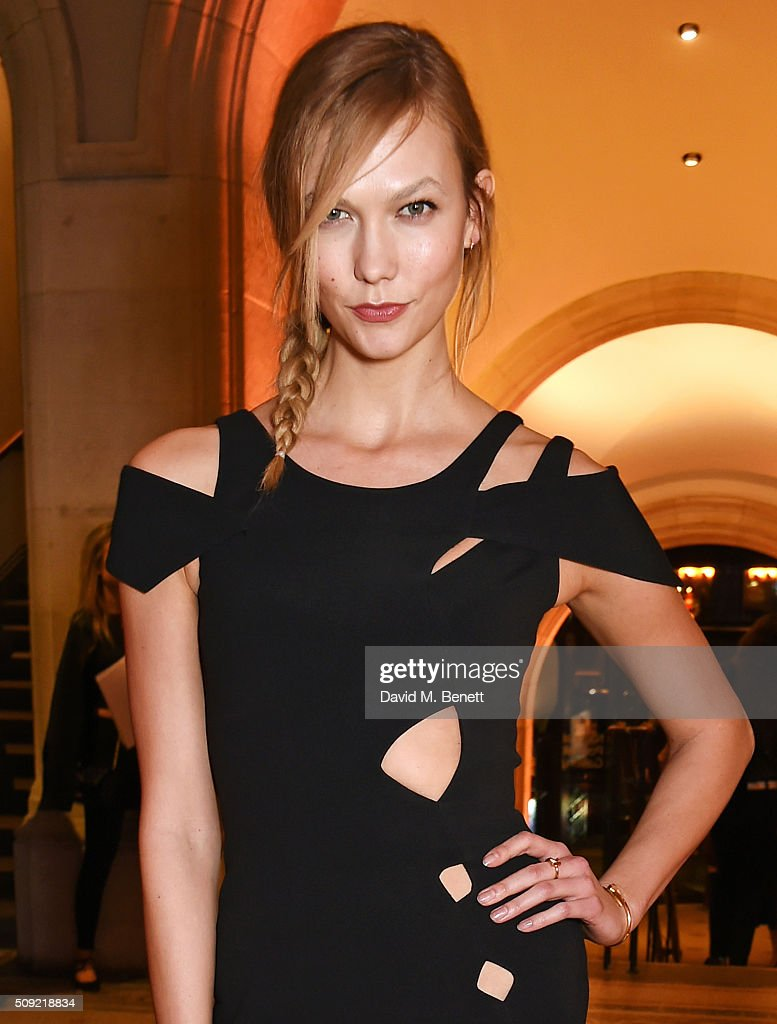 <a gi-track='captionPersonalityLinkClicked' href=/galleries/search?phrase=Karlie+Kloss&family=editorial&specificpeople=5555876 ng-click='$event.stopPropagation()'>Karlie Kloss</a> attends a private view of 'Vogue 100: A Century of Style' hosted by Alexandra Shulman and Leon Max at the National Portrait Gallery on February 9, 2016 in London, England.