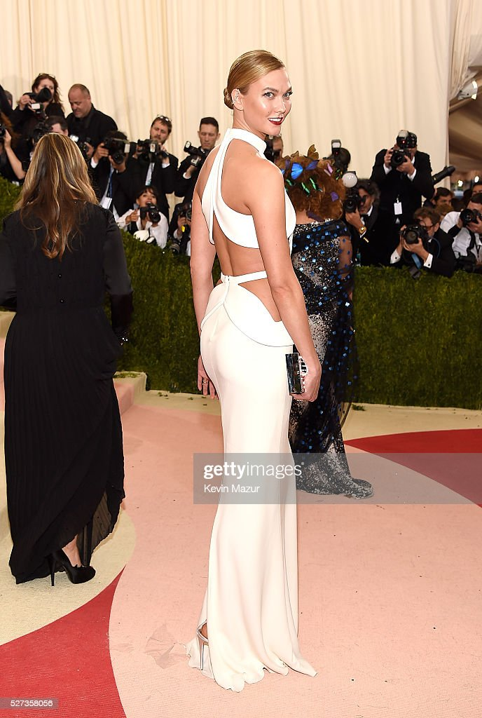 Karlie Kloss attends 'Manus x Machina: Fashion In An Age Of Technology' Costume Institute Gala at Metropolitan Museum of Art on May 2, 2016 in New York City.