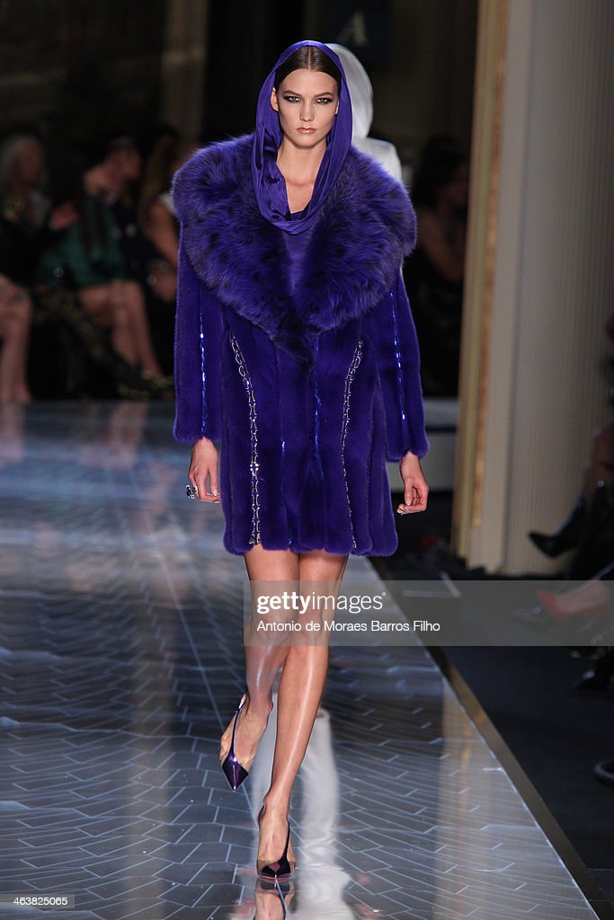 <a gi-track='captionPersonalityLinkClicked' href=/galleries/search?phrase=Karlie+Kloss&family=editorial&specificpeople=5555876 ng-click='$event.stopPropagation()'>Karlie Kloss</a> walks the runway during Atelier Versace show as part of Paris Fashion Week Haute-Couture Spring/Summer 2014 on January 19, 2014 in Paris, France.