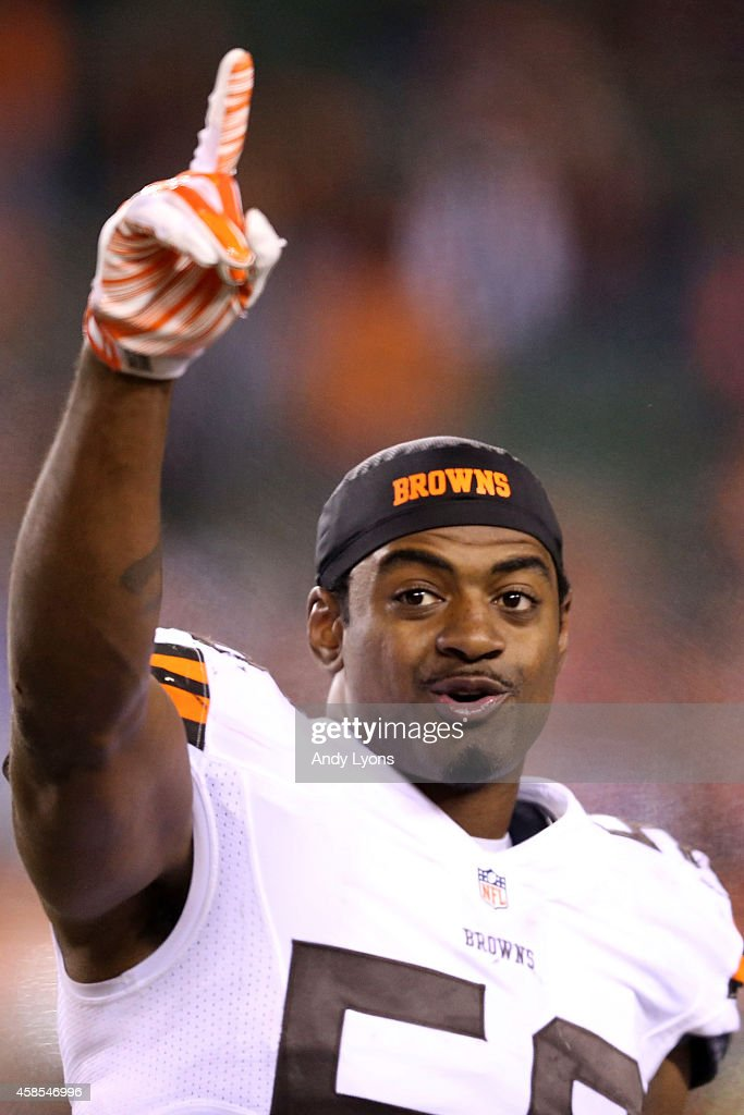 Karlos Dansby #56 of the Cleveland Browns celebrates after defeating the Cincinnati Bengals 24-3 at Paul Brown Stadium on November 6, 2014 in Cincinnati, Ohio.