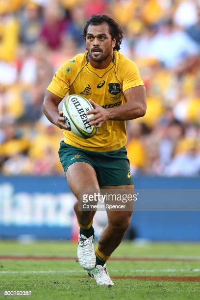 Karmichael Hunt of the Wallabies runs the ball during the International Test match between the Australian Wallabies and Italy at Suncorp Stadium on...