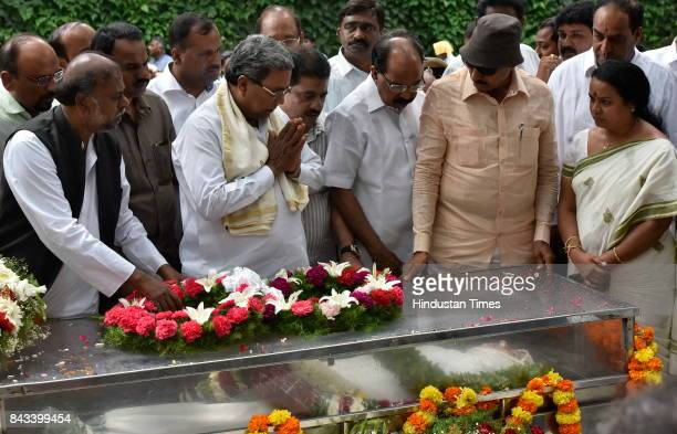 Karnataka Chief Minister Siddaramaiah paying last respect to the mortal remains of the slain journalist Gauri Lankesh at Town Hall on September 6...