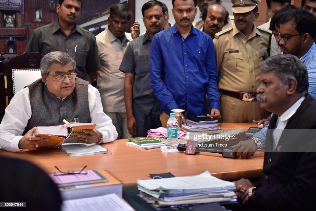 Photos Et Images De Editors Seek Review Of Arrest Order By