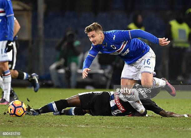 Karol Linetty of Sampdoria and Emmanuel Badu of Udinese in action during the Serie A match between UC Sampdoria and Udinese Calcio at Stadio Luigi...