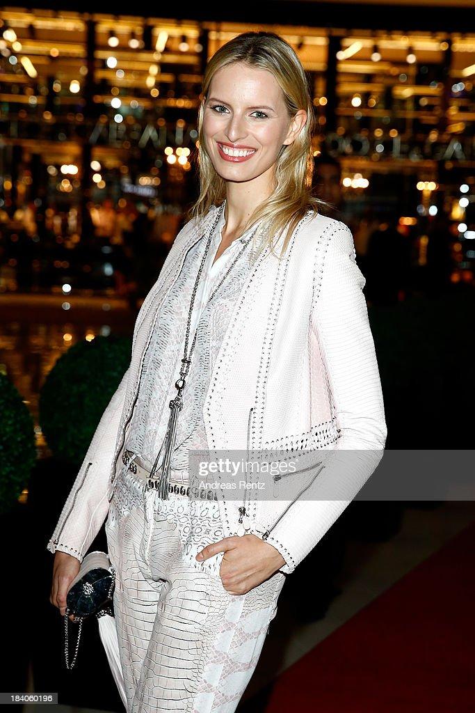 <a gi-track='captionPersonalityLinkClicked' href=/galleries/search?phrase=Karolina+Kurkova&family=editorial&specificpeople=202513 ng-click='$event.stopPropagation()'>Karolina Kurkova</a> arrives at the catwalk show during the Vogue Fashion Dubai Experience at Dubai Mall on October 10, 2013 in Dubai, United Arab Emirates.